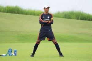 寺川監督が自分のチームの戦況を見守ります。